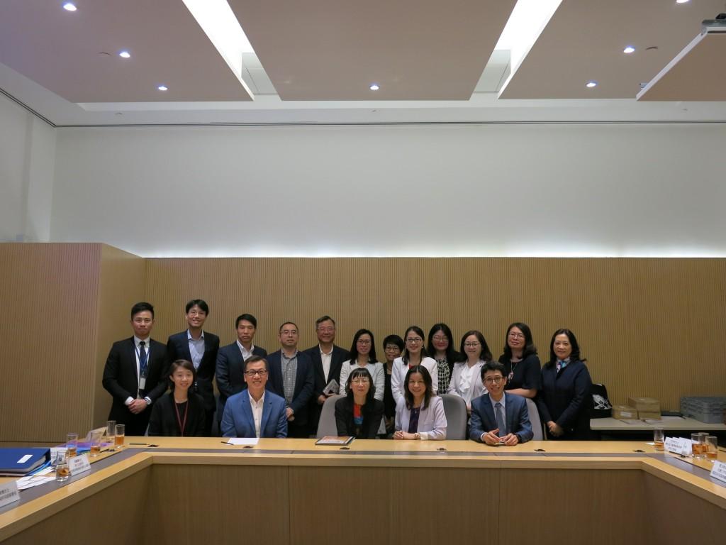 圖:小組代表與香港社會利署人員交流